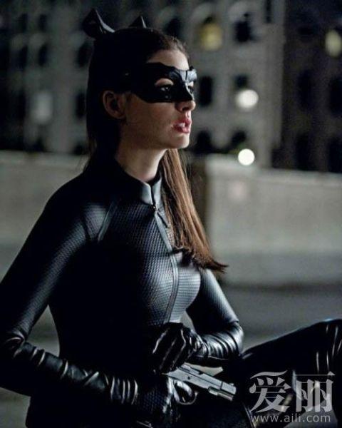 安妮-海瑟薇《蝙蝠侠3》剧照