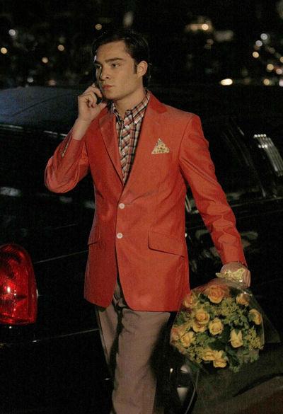 男士酒红色西服搭配