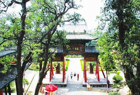 """常平一带流传有这样一段顺口溜:当年刘秀吃桑葚,反将椿树把""""王""""加"""