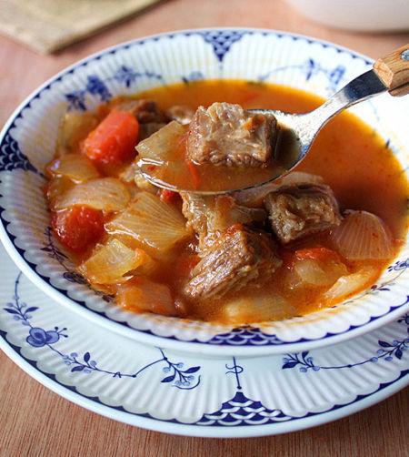 味道鲜美的暖胃番茄牛肉汤