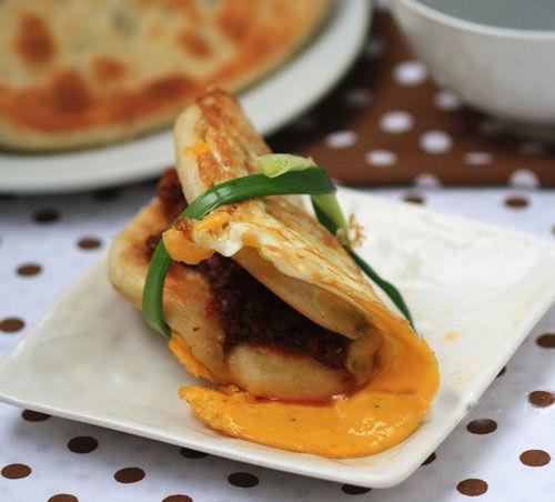在家就能做的热门小吃:葱油煎蛋饼