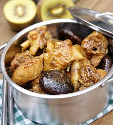 滋味醇香的一款提高免疫力的养生菜香菇焖鸡