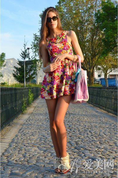 花朵无袖连衣裙