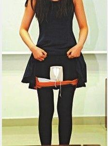 女水客将高价电子货藏匿在裙内暗格,再运货入境