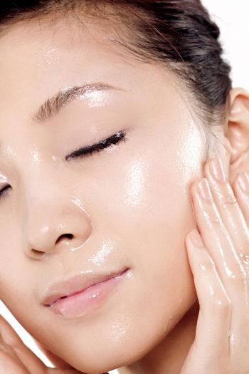 不同肤质选择不同化妆水