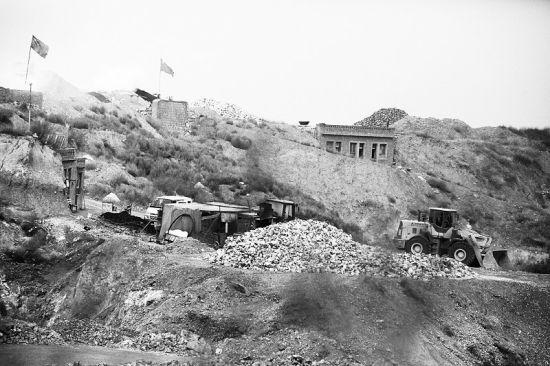 桥头村北山,山体被挖得满目疮痍
