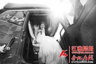 新娘坐卡车上