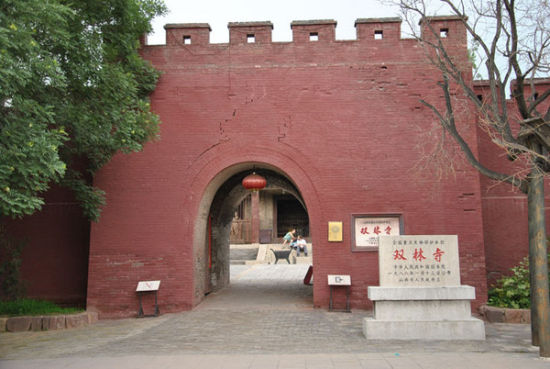 沧桑古老的双林寺