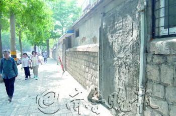 在益寿路北侧,一家门头房被水泥封闭。