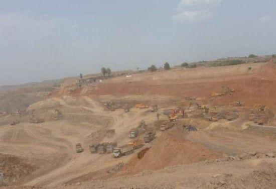 露天煤矿遭遇掠夺式的开采 刘立民摄