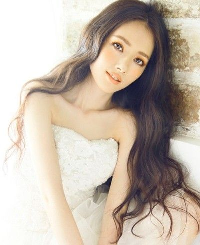 Look 6:郭碧婷——白色抹胸裙