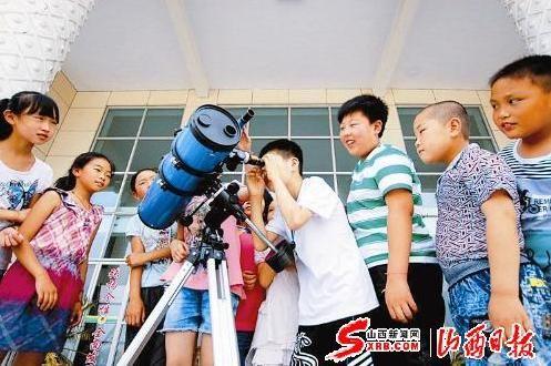 天文望远镜看月球