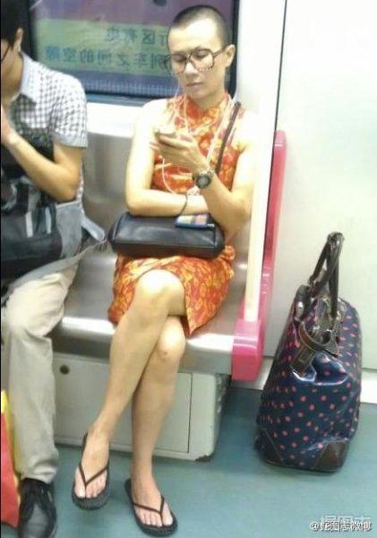 地铁惊现女版文章神相似