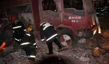 消防官兵带伤救援