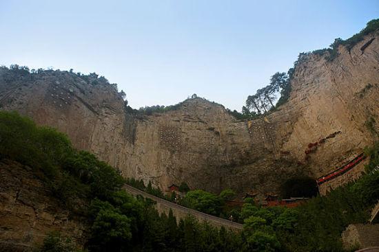 绵山一绝:抱腹岩