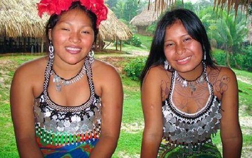 巴拿马运河边上的原始住民