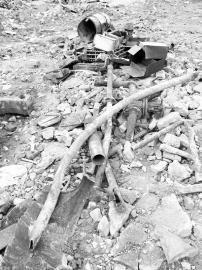 同挖出的还有管道等相关设施 武俊杰 图