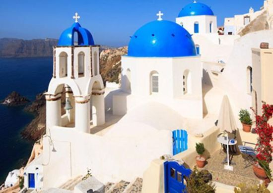 希腊的圣托里尼岛是举行婚礼的最佳之选