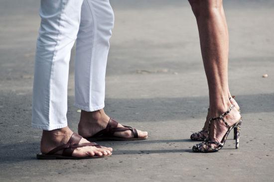 凉鞋也许能穿得好看,但很难穿得性感