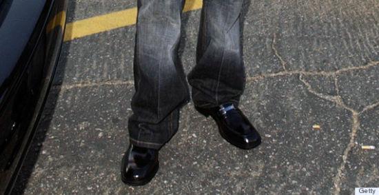 蹭亮的黑皮鞋没想象中那么百搭
