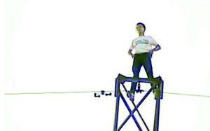 男子爬电塔求爱 网络视频截图