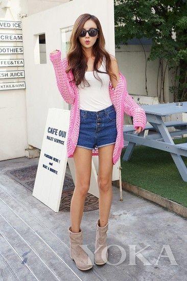 粉红色长款网眼针织衫凸显女人味