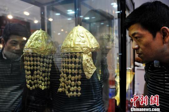 """""""金战盔""""亮相山西太原。 韦亮 摄"""