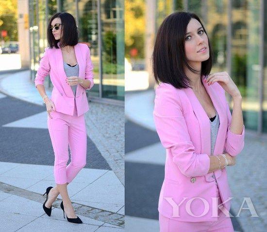 一身桃花粉色西装尽显大女人霸气