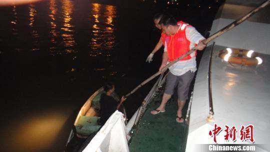 9月12日晚约22时10分,广州海事部门救起一名海上遇险求救少年符超林摄