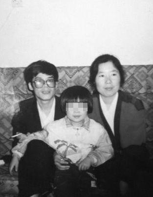 曾经资助赵女士的好心夫妇照片,如今赵家人仍保存着。