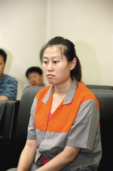 前空姐李晓航因多次携带化妆品入境,逃税100余万,于去年7月在北京二中院受审。图/CFP