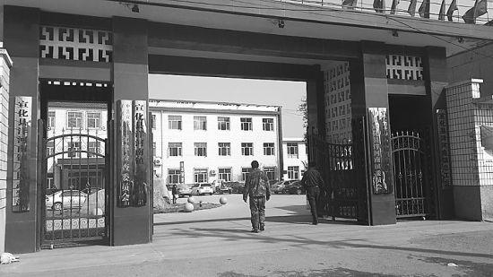河北宣化县洋河南镇政府办公大楼