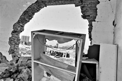 2010年11月1日,古寨村被强拆的房屋。新京报记者 杨杰 摄