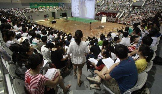 """3500多名""""考研族""""听一考研机构老师上大课"""