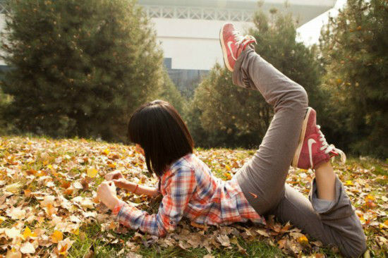 西安交大学生在学校各个角落做出舞蹈动作