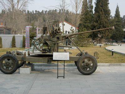 革命纪念馆中的火炮