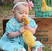 """孩童与动物爆笑""""互咬""""瞬间"""