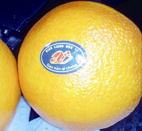 太原市场上销售的没贴标签的赣南脐橙。