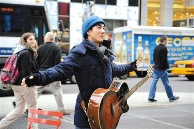 王力宏前日在纽约拍广告,接受采访时首次谈到婚姻。