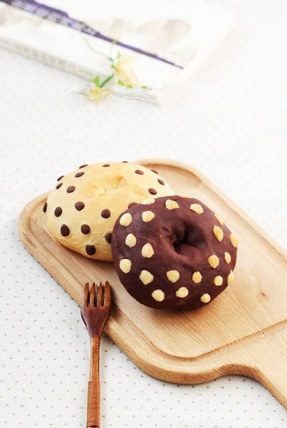 水玉双色小面包