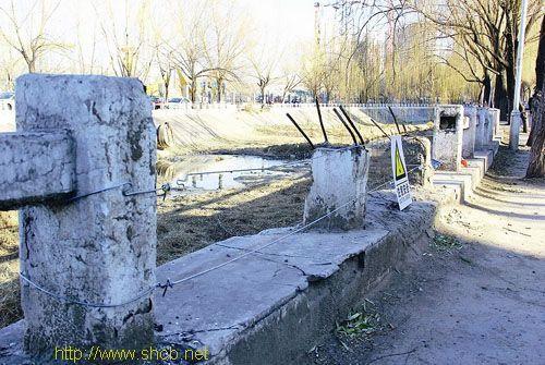 南沙河护栏破损的一处。