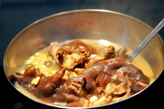土黄豆山药子炖蹄花汤做法