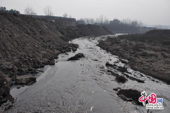 团柏煤矿污水直排汾河