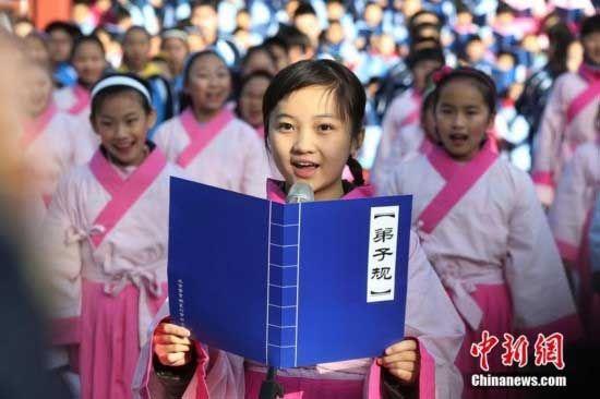 童星林妙可着汉服携北京小学生唱响弟子规