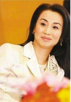 图为上海明星女企业家邹蕴玉,曾以15亿身家列胡润女富豪榜第44位。(资料图)