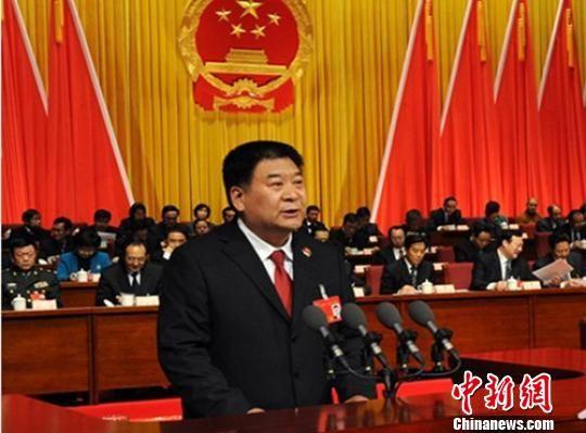 山西省人民检察院检察长杨司作工作报告。