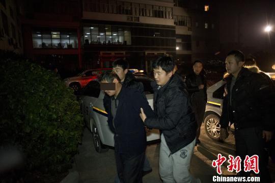犯罪嫌疑人张某被警方抓捕归案。 李茂祥 摄