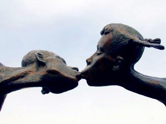 致恋人雕塑 乌克兰哈尔科夫市