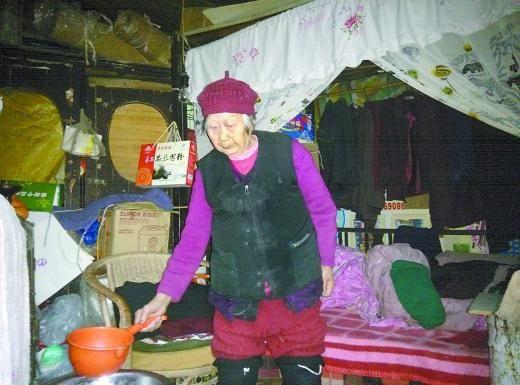 96岁的刘世英独居望城坡,姐妹之一狄华希望有志愿者能多去陪陪老人