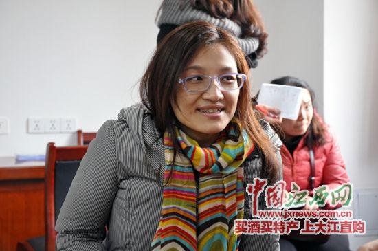李玉川向记者讲述自己的故事